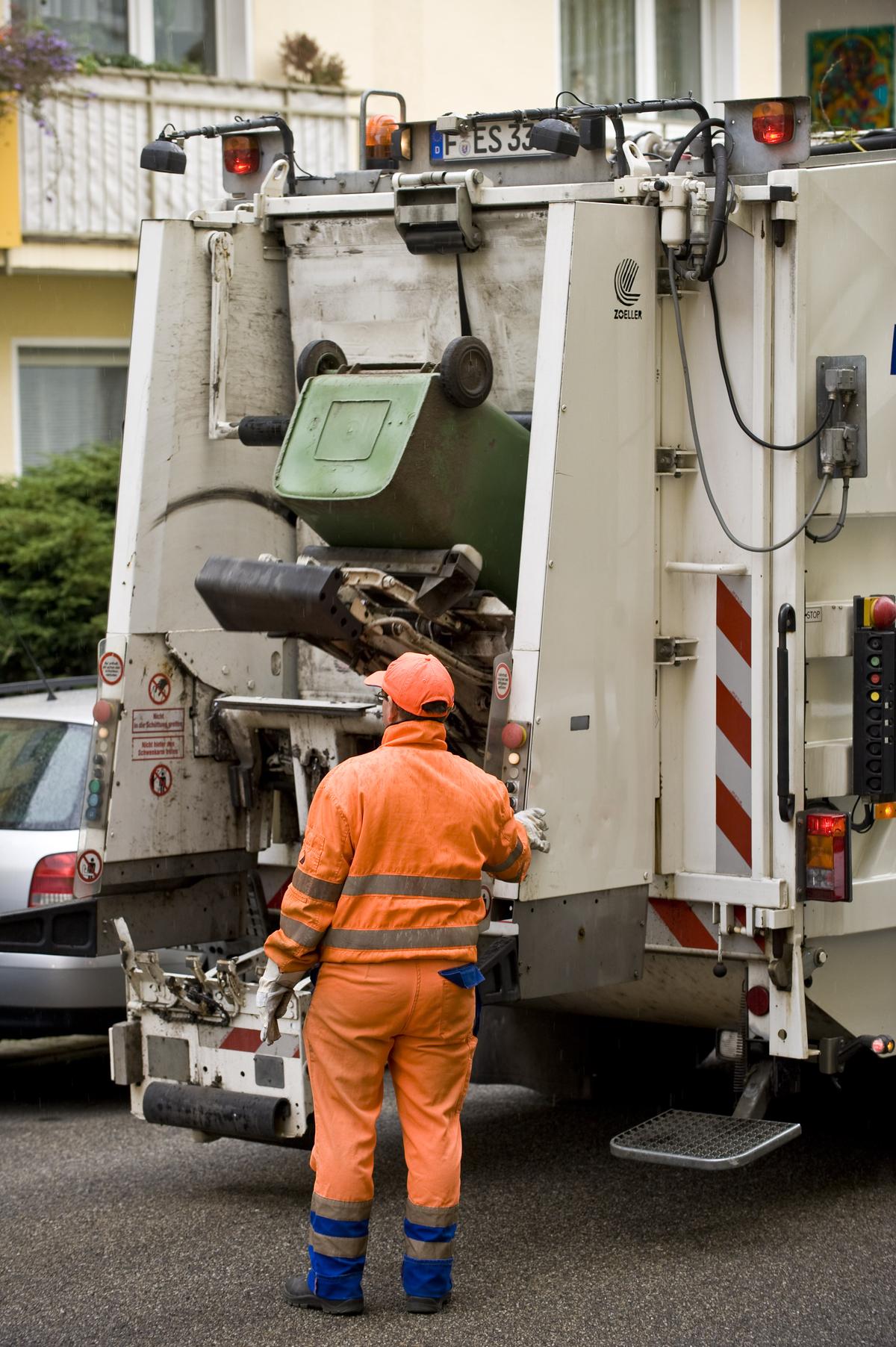 Mülltonnenleerung schuttung